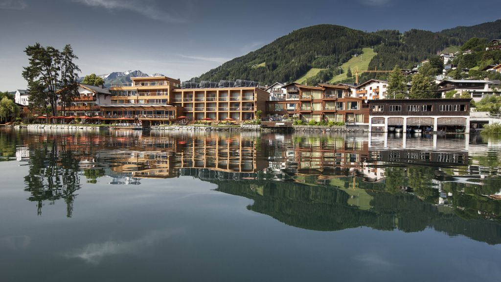 zell am see hindu personals - private room for $75 our farmhouse is situated 1000 meters above sea level, right in the middle in between kitzbühel and zell am see it.