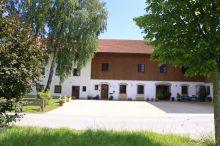 Bernhardhof Pension Holzkirchen