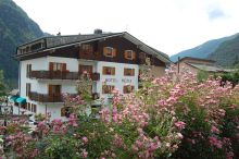 Rezia Hotel Chalet Chiesa In Valmalenco
