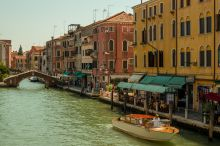 Ai Tre Ponti B&B only rooms with shared bathroom Venice