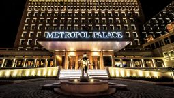 Buitenaanzicht Metropol Palace a Luxury Collection Hotel