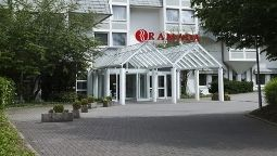 Buitenaanzicht Ramada Micador Event & Conference Center