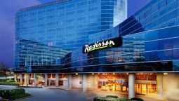 Exterior view Radisson Hotel Vancouver Airport