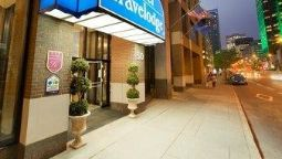 Buitenaanzicht Travelodge Montreal Centre