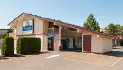 Exterior view TRAVELODGE COURTENAY BC