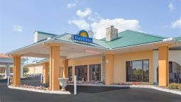 Exterior view DAYS INN LENOIR CITY