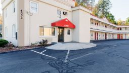 Exterior view Econo Lodge West Springfield