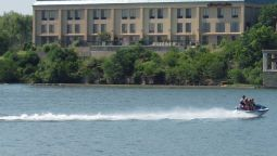 Exterior view Hampton Inn on the Lake