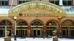 Exterior view DoubleTree by Hilton Toronto Downtown