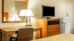 Room Quality Inn & Suites Conference Center