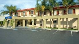 Buitenaanzicht HOWARD JOHNSON INN & SUITES RE