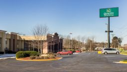Exterior view Quality Inn & Suites Airpark East