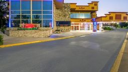 Buitenaanzicht Clarion Inn & Suites University Center