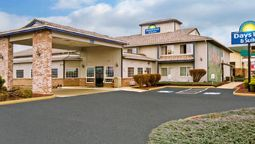Exterior view DAYS INN AND SUITES TOPPENISH