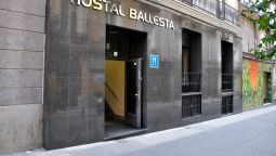 Exterior view Ballesta Hostal