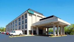 Exterior view Quality Inn & Suites Elk Grove Village/O'Hare