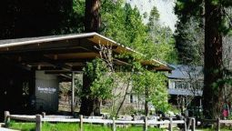 Buitenaanzicht YOSEMITE LODGE