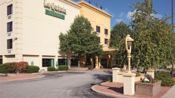 LA QUINTA INN STE MILWAUKEE BAYSHORE - Glendale (Milwaukee, Wisconsin)