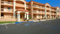 Exterior view DAYS INN BARSTOW