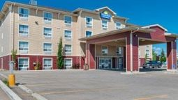 Buitenaanzicht DAYS INN AND SUITES COCHRANE