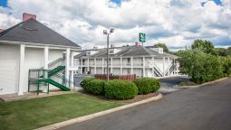 Exterior view Quality Inn Lancaster