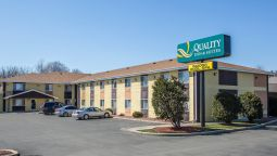 Exterior view Quality Inn & Suites West Bend