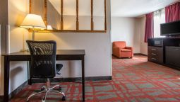 Room Quality Inn & Suites West Bend