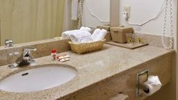 Room Quality Inn & Suites La Vergne