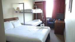 Family room Airport Inn Gatwick
