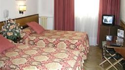 Room Hispano Argentino Hostal
