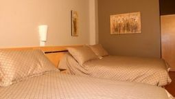 Room LE DAUPHIN MONTREAL DOWNTOWN