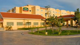 Exterior view Courtyard Cancun Airport