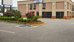 Exterior view Days Inn Slidell