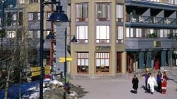 Hotel Raintree's Whiski Jack At Village Gate House Whistler - Whistler