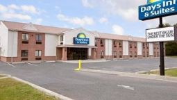 Exterior view DAYS INN & SUITES CAMBRIDGE
