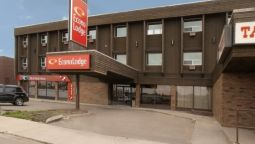 Exterior view Econo Lodge Lloydminster