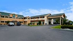 Exterior view Quality Inn Shelburne