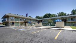 Exterior view MOTEL 6 MARSHALL