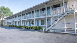 Exterior view MOTEL 6 BISHOP