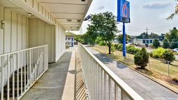 Exterior view MOTEL 6 PITTSBURGH