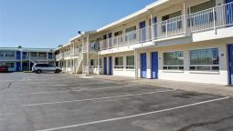 Exterior view MOTEL 6 BEND