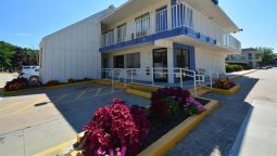 Exterior view MOTEL 6 HARTFORD - WINDSOR LOCKS