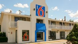 Exterior view MOTEL 6 LEOMINSTER
