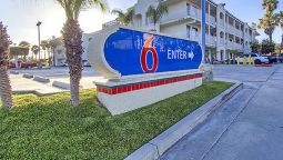 Exterior view MOTEL 6 OCEANSIDE