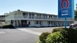 Exterior view MOTEL 6 MORRO BAY