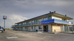 Exterior view MOTEL 6 HAYS