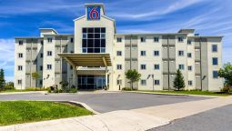 Exterior view MOTEL 6 KINGSTON