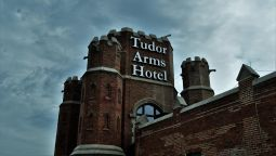 Exterior view The Tudor Arms Cleveland - a DoubleTree by Hilton