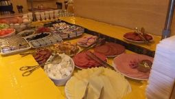 Breakfast buffet Pension zum Heurigen
