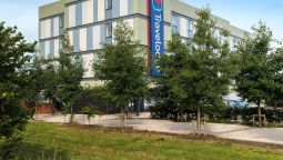 Exterior view TRAVELODGE DONCASTER LAKESIDE